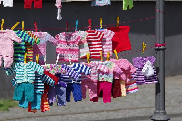 jak prać ubranka dla niemowlaka
