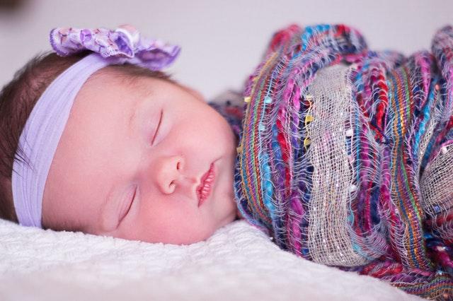 jak wydłużyć sen niemowlaka w nocy