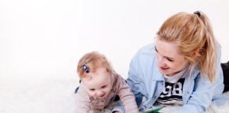 zabawy z niemowlakiem czyli jak łatwo wspierać rozwój swojego dziecka
