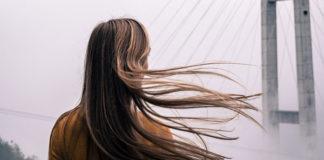Jak odbudować włosy po ciąży?